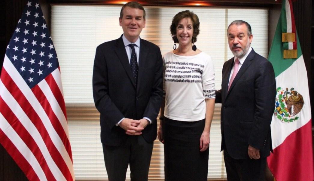 Bennet se reúne con Roberta Jacobson y Raúl Cervantes. (Twitter @RaulCervantesA)