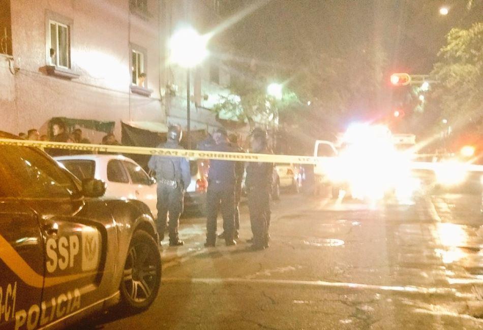 Varias patrullas acudieron a la calle Violeta (Twitter @alertasurbanas)