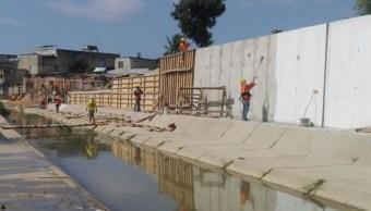 Imagen de la construcción de un supuesto muro en el Parque Lineal en la franja derecha del Canal Internacional de Zarumillla (Twitter: @lahistoriaec)