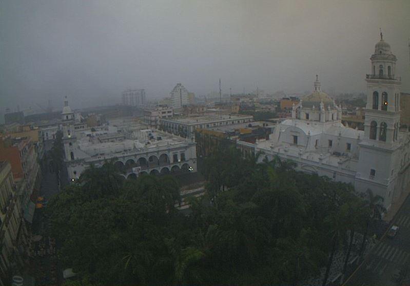 Nubes cubren la ciudad de veracruz a causa de onda tropical