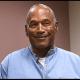 O. J. Simpson sonríe después de escuchar el veredicto
