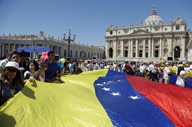 Papa Francisco, oración, Venezuela, comunidad católica, Italia