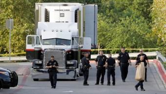 policIa investigan el trailer donde fueron encontradas muertas varias personas