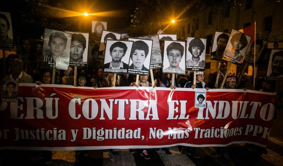 Los manifestantes portaron banderas gigantes. (EFE Archivo)