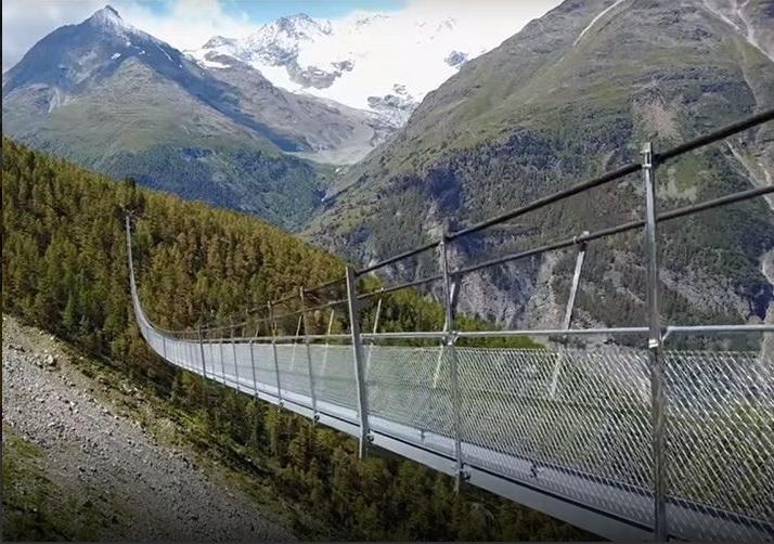 Suiza inaugura el puente peatonal colgante más largo del mundo