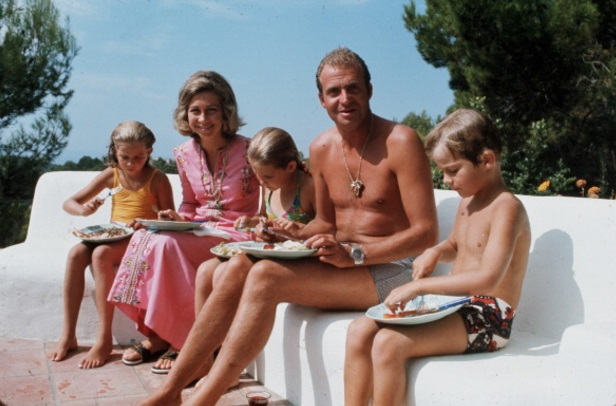 Un joven Juan Carlos con su familia (Getty Images)