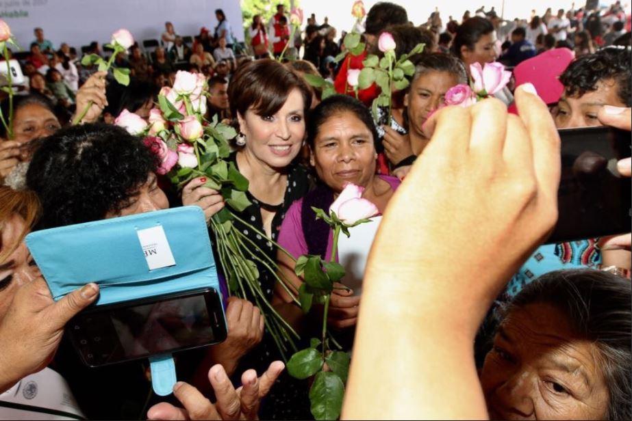 Rosario Robles entrega en Puebla escrituras a mujeres para brindarles certeza jurídica