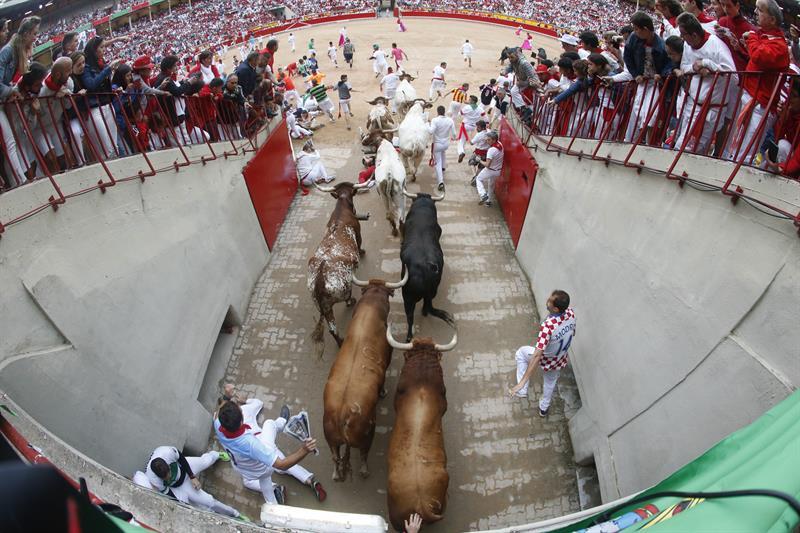 Quinto encierro de San Fermín, veloz y sin heridos por asta
