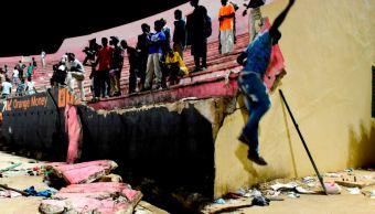 Avalancha, Enfrentamiento, Estadio, Futbol, Senegal, Muertos, Lesionados, Aficionados, Muro, Dakar