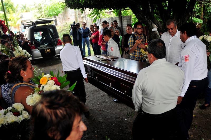 Juan Mena, socavón, Paso Express, Cuernavaca, Morelos, muertos, sepultura, panteón