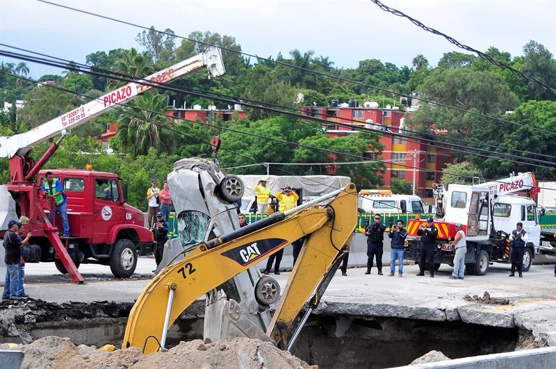 Socavón Paso Express Cuernavaca, Morelos, Autopista Mexico Cuernavaca