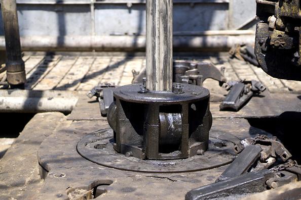 Sonda de perforación en mesa giratoria de plataforma petrolera