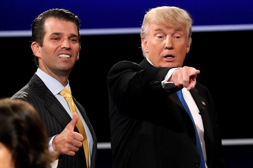 Donald Trump con su hijo mayor (Archivo/AP)