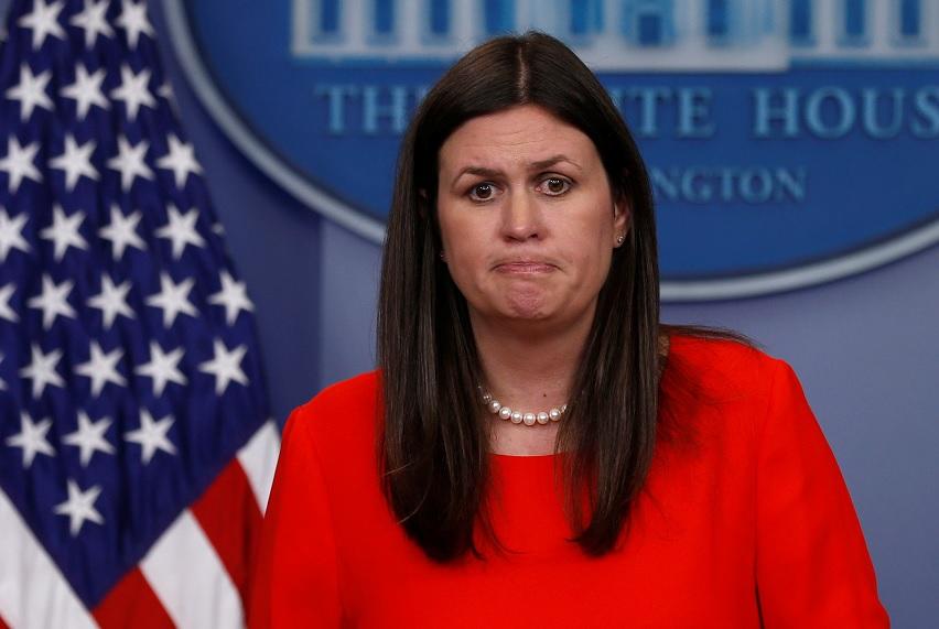 La secretaria de prensa adjunta de la Casa Blanca Sarah Huckabee Sanders celebra la rueda de prensa diaria en la Casa Blanca en Washington EU
