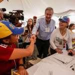 Vicente Fox asiste al referendo de la oposición venezolana