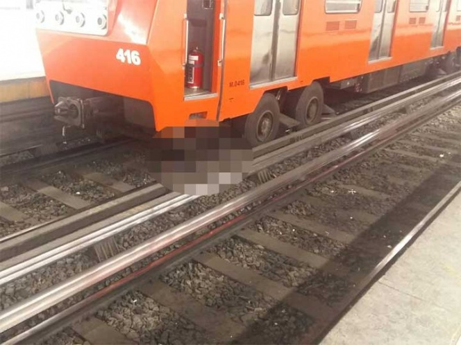Hombre cae a las vías del Metro en la CDMX