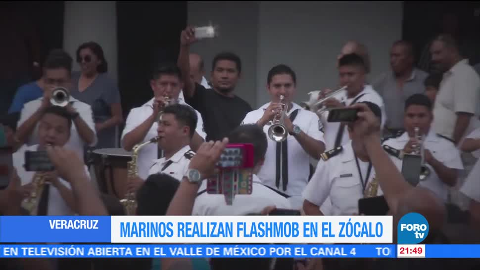 Marinos realizan un flashmob en Veracruz