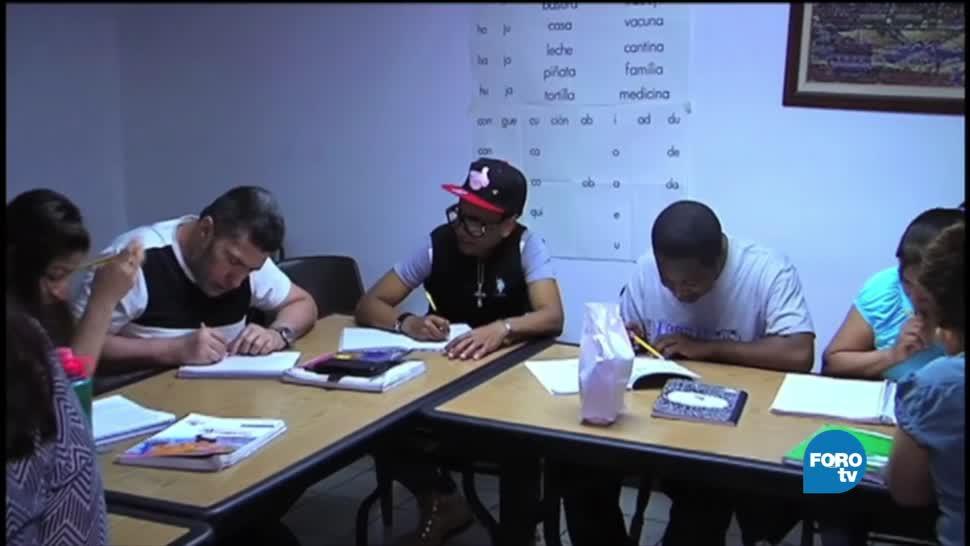 Inmigrantes mexicanos en NY aprenden español
