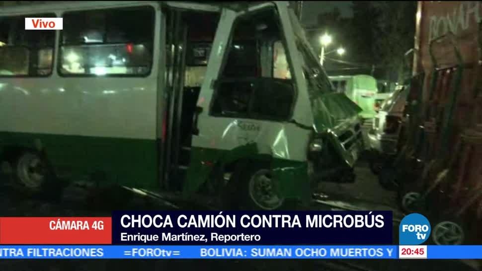 Microbús se impacta con camión repartidor en Tlalpan