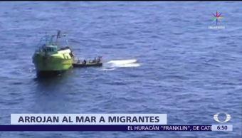 Traficantes, arrojan, mar, migrantes
