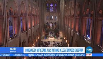 Rinden homenaje víctimas atentado de Barcelona en la Catedral de Notre Dame