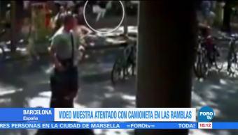 Nuevo video de la camioneta que arrolló a peatones en Las Ramblas