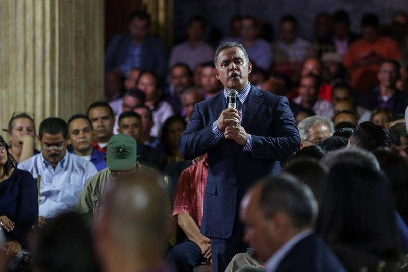 Aliado de Maduro jura como nuevo fiscal