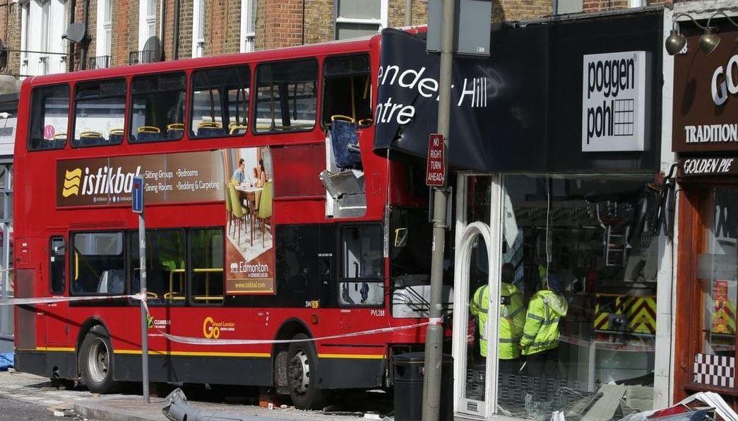 autobus choca contra tienda en londres