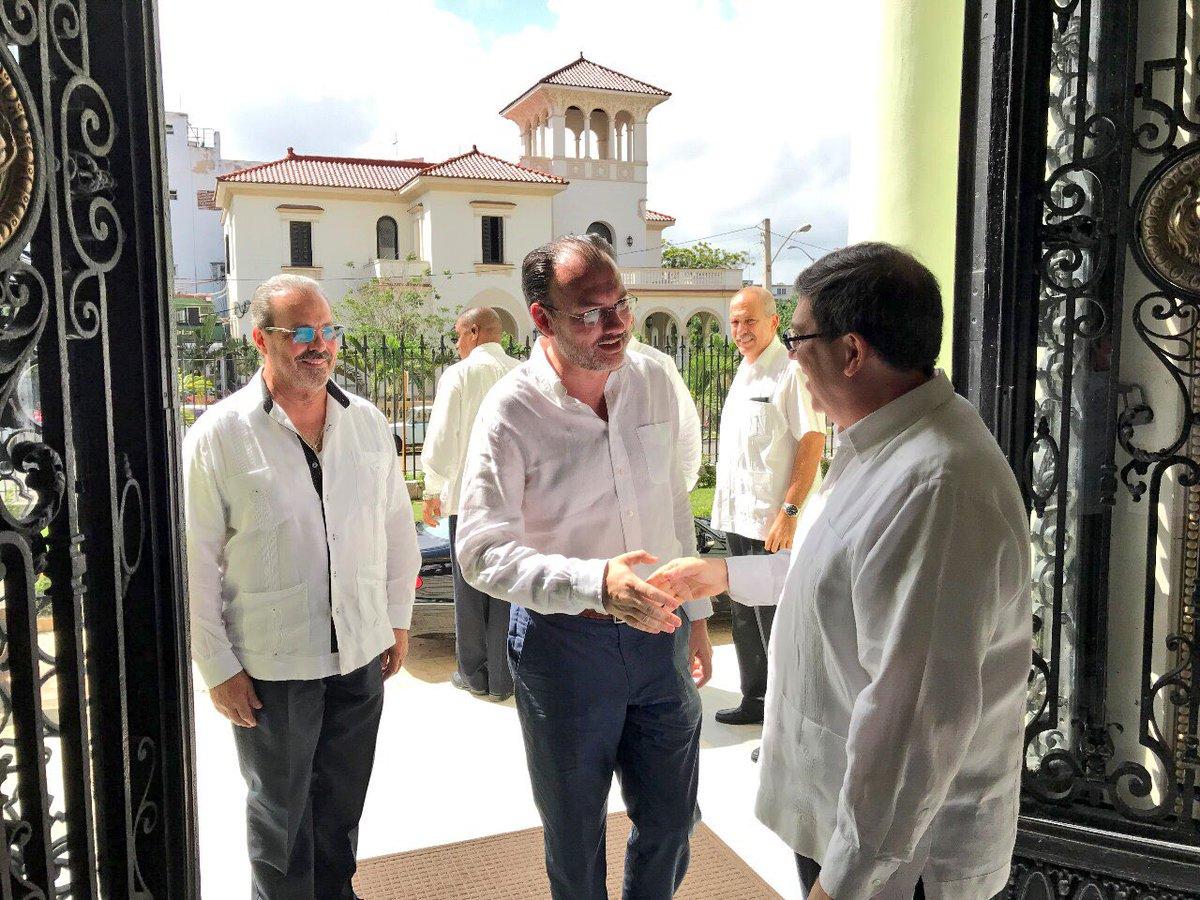Canciller mexicano viaja a Cuba para buscar solución a crisis venezolana