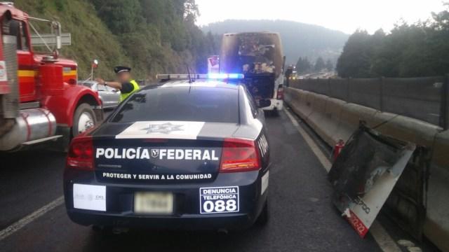 Incendia autobus pasajeros autopista Mexico Toluca
