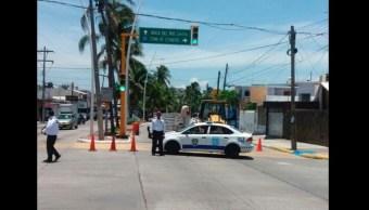 Autoridades de Boca del Río, Veracruz, atienden hundimiento en carpeta asfáltica