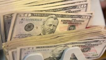 Billetes de 50 dólares en máquina de contar dinero