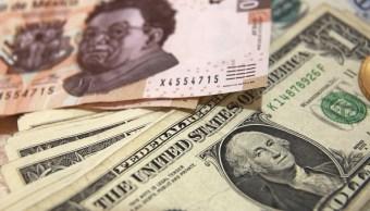 Billetes mexicanos y estadounidenses de diferente valor