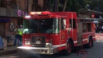 Muere bombero al caer de un tercer piso