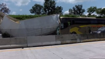 choque de autobus y trailer deja 13 heridos en guadalajara
