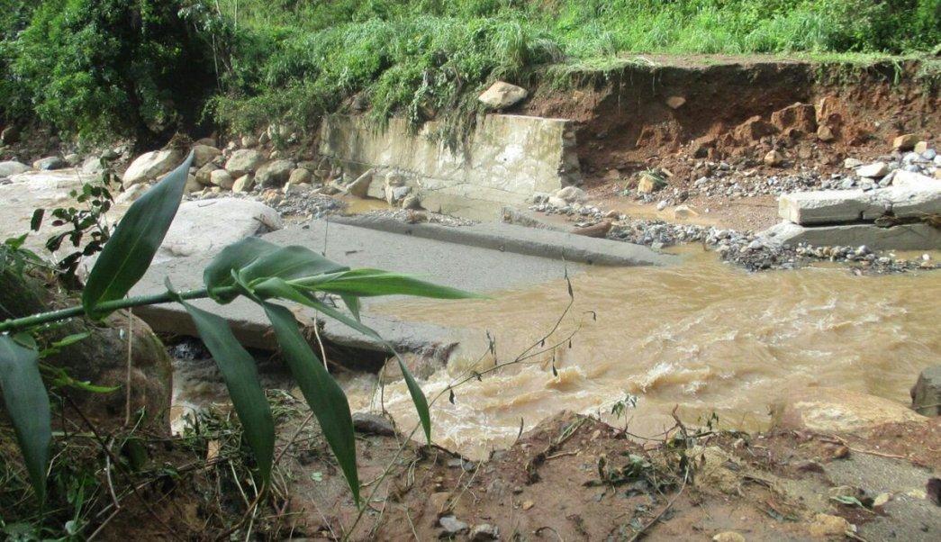 Lluvias en Guerrero dejan dos muertos y un puente colapsado