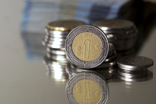 Peso mexicano libra tensión EU-Norcorea; dólar baja a este precio