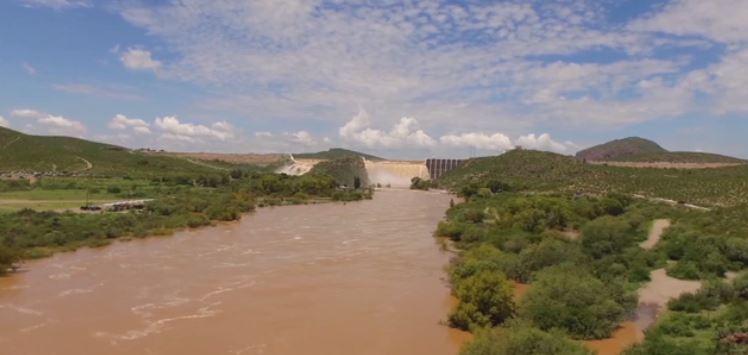 Desbordan presas en Chihuahua por intensas lluvias