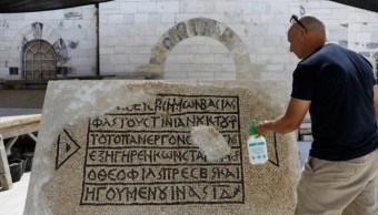Arqueólogos israelíes descubren mosaico con inscripción griega de 1,500 años de antigüedad