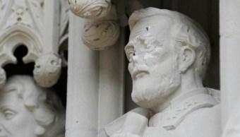 Universidad de Carolina del Norte retira estatua vandalizada