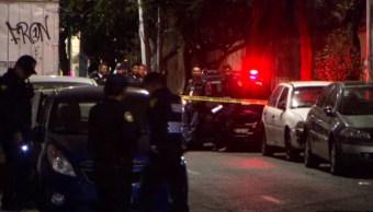 Policias de la CDMX investigan la muerte de dos hombres