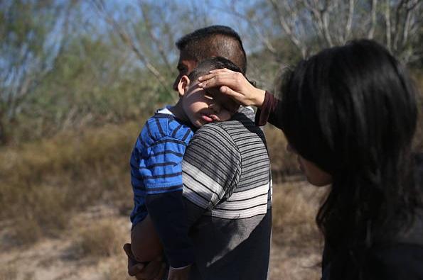 Autoridades dejan varados a inmigrantes en San Antonio pese a 'Harvey'