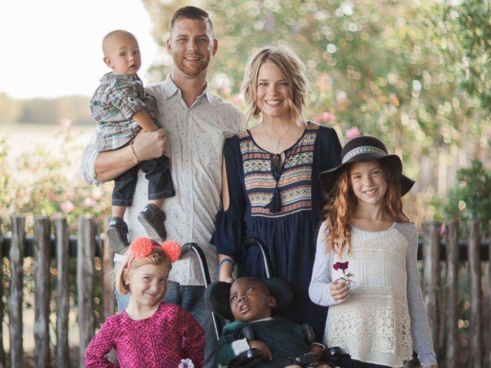 hermana adoptiva, video, niñas, hijas, adoptar, adopción