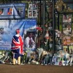 Flores y Tributos en memoria de Diana de Gales