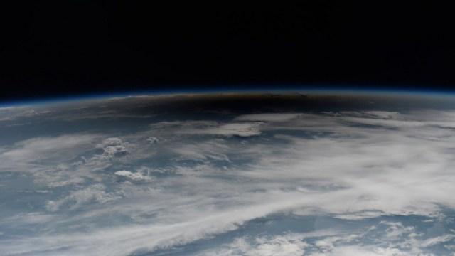 Astronautas observan eclipse solar desde el espacio