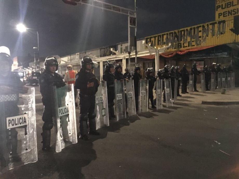 Policias vigilan retiro de puestos en tepito