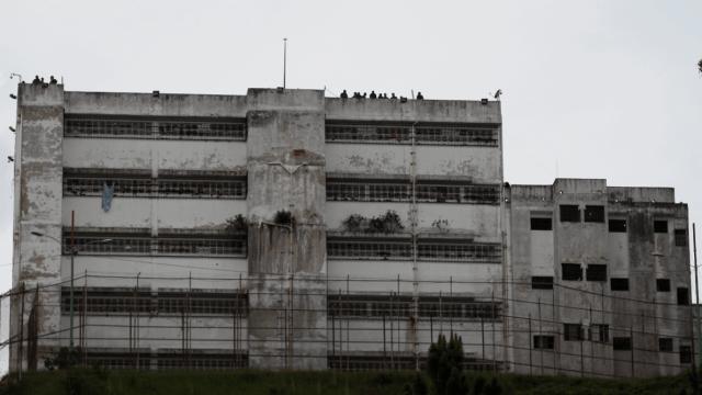 Guardias vigilan la prisión de Ramo Verde, en Venezuela