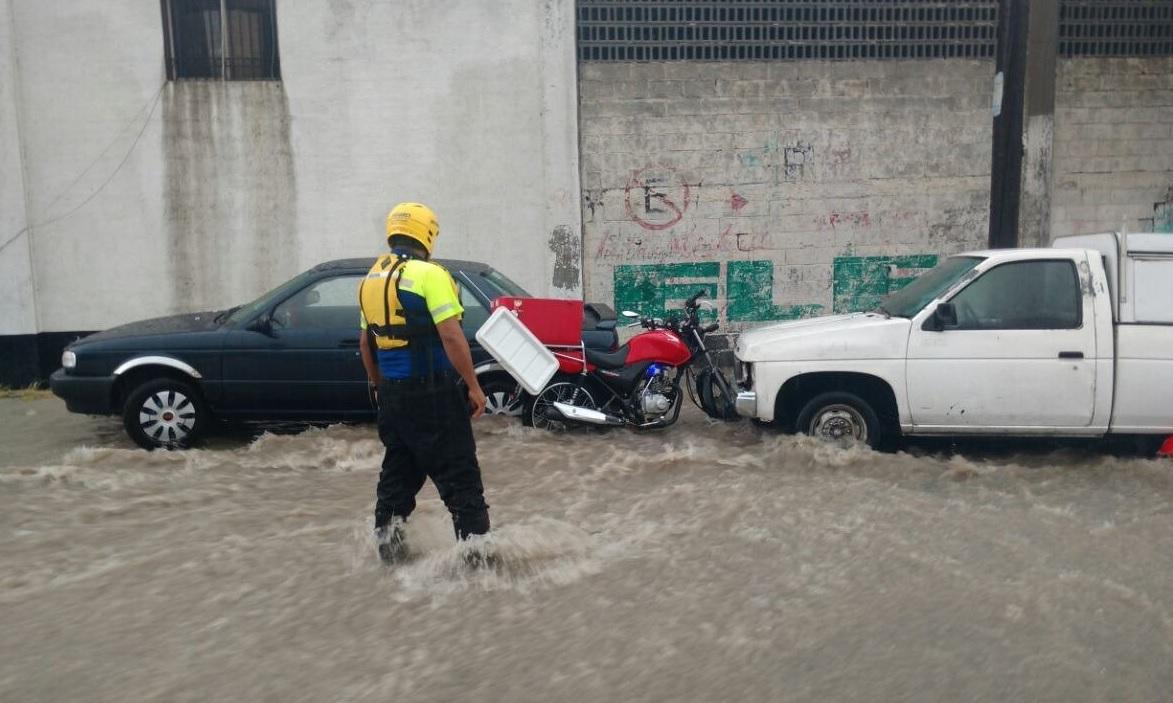 Cierran Aeropuerto del Norte, en Nuevo León, por lluvias y vientos