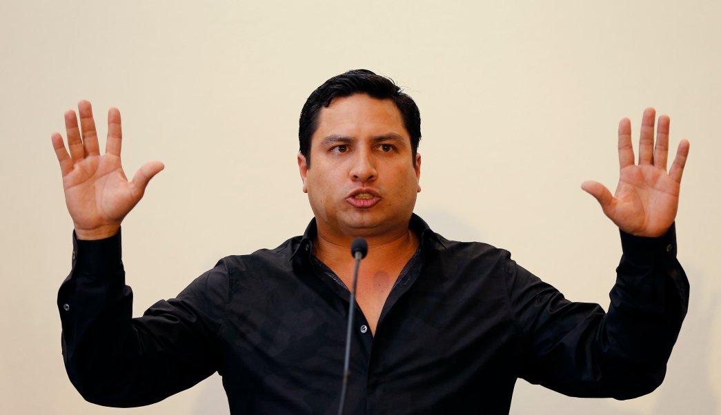 Julión Álvarez admite conocer narco Raúl Flores