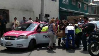 Balean a tres cuando viajaban en un taxi en Iztapalapa